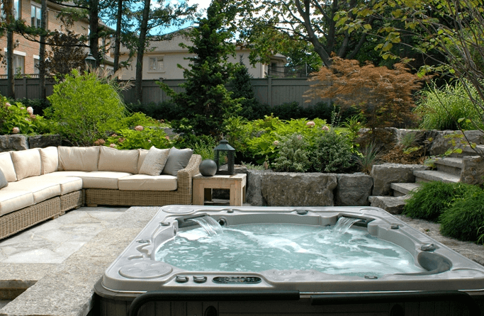Gentil Sunken Backyard Lounge With A Hot Tub